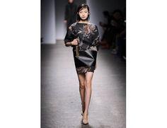 #mfw #milanofashionweek #milanomodadonna N*21 di Alessandro Dell'Acqua www.moda-madeinitaly.com Milano Fashion Week, High Neck Dress, Dresses, Turtleneck Dress, Vestidos, Dress, Gown, High Neckline Dress, Outfits