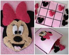 Items similar to Minnie Mouse Tic Tac Toe Game Set - Girls Birthday Present - Girls felt toy game on Etsy Disney Diy, Disney Crafts, Felt Diy, Felt Crafts, Diy For Kids, Crafts For Kids, Felt Games, Birthday Presents For Girls, Tic Tac Toe Game