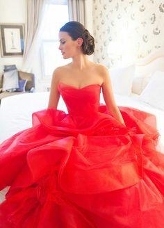 Vera Wang. Romantic red.