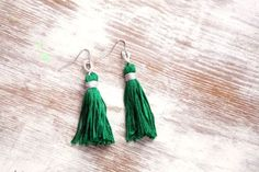 Emerald Tassel Necklace & Earrings http://www.henryhappened.com/how-to-make-a-tassel-necklace-and-earrings.html