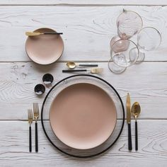 RENT: Halo Glass Chargers in Black + Custom Heath Ceramics in Sunrise + Axel Flatware in Matte G Heath Ceramics, Black Smoke, Deco Table, Ceramic Plates, Black Enamel, Home Deco, Decoration, Tablescapes, Blush Pink