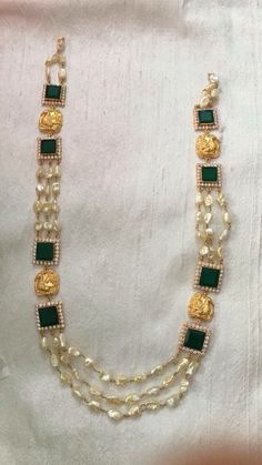 Are you looking for an Emerald Necklace for yourself that can serve your all time need and can be helpful to be wore on any dress you plan to wear casually? Here comes the unique design that you need to grab for yourself. Pearl Necklace Designs, Beaded Jewelry Designs, Gold Jewellery Design, Bead Jewellery, Pendant Jewelry, Stone Necklace, Wholesale Gold Jewelry, Jewelry Model, Simple Jewelry
