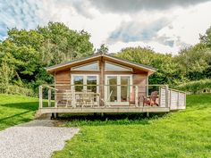 Rating 5 Star PET FRIENDLY Click picture to view next 5 months price and availability. This remote lodge is in Lanreath, Cornwall and can sleep six people in three bedrooms.