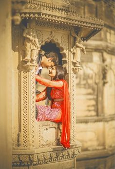 Unusual idea for your pre-wedding photo shoot! Photo by Focal Eye Photography, Indore #weddingnet #wedding #india #indian #indianwedding #prewedding #photoshoot #photoset #photographer #photography #details #sweet #cute #gorgeous #fabulous #couple #hearts #lovestory
