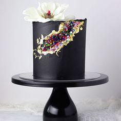 Gorgeous Faultine Cake #cake #faultline #faultlinecake    #Regram via @www.instagram.com/p/BymP-JZAPCZ/
