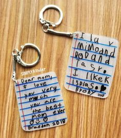 Make these shrink film keepsake keychains with your students using Shrinky-Dink paper! We share how on Simply Kinder. Informations About Shrink Film Keepsake Keychains – Simply Kinder Pin You can … Kids Gifts, Craft Gifts, Parent Gifts, Shrink Paper, Shrink Film, Dear Mom, Fathers Day Crafts, Cute Mothers Day Gifts, Father's Day Gifts