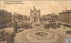 Geschiedenis van het Militair Hospitaal te Antwerpen. Alle gebouwen op de site werden opgetrokken tussen 1898 en het eerste decennium van de 20ste eeuw. Het arsenaal werd in 1907 in gebruik genomen; het hospitaal opende haar deuren in 1911.