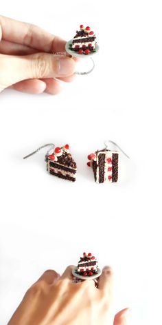 Black forest cake jewelry mini dessert ring and silver dangle earring food jewelry. Bijoux gourmandises Gâteau forêt-noire cerises boucles d'oreilles argent #TriangleJewelry #MiniatureFoodJewelry #DessertJewelry