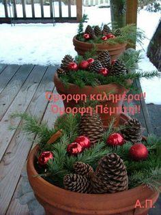 Christmas Planters, Christmas Porch, Country Christmas, Christmas Balls, Christmas Holidays, Christmas Crafts, Christmas Design, Homemade Christmas, Christmas Island