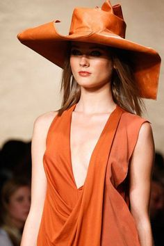 See all the Details photos from Donna Karan Spring/Summer 2014 Ready-To-Wear now on British Vogue Couture Fashion, Runway Fashion, Fashion Show, Orange Twist, Orange Color, Orange Style, Orange Orange, Donna Karan, Gq