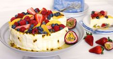 Passionfruit Cheese-Lova No longer do you have to choose between cheesecake and pavlova. This stunning dessert is the best of both worlds - a delicious pavlova base with a light and creamy passionfruit cheesecake filling, all topped with t Best Christmas Desserts, Christmas Cheesecake, Christmas Lunch, Christmas Menus, Christmas Ideas, Christmas Cooking, Cheesecake Recipes, Dessert Recipes, Dessert