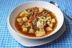 Simple and delicious Chilean ajiaco, a perfect soup. Chilean Recipes, Chilean Food, Quinoa Salat, Organic Meat, Coconut Flan, Chili, Vegan, Soups And Stews, Cooking Time