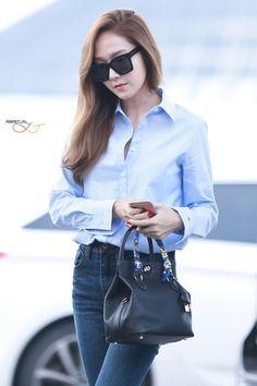 Jessica Jung at Icheon Airport. Pop Fashion, Fashion 2017, Star Fashion, Daily Fashion, Fashion Looks, Jessica Jung Fashion, Jessica Jung Style, Jessica & Krystal, Krystal Jung