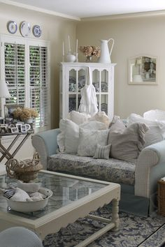 10 Magnificent Cool Ideas: Shabby Chic Chairs Linens shabby chic home design.Shabby Chic House Exterior shabby chic cottage old windows. Decor, Chic Living Room, Chic Decor, Shabby Chic Decor, Room, Home Decor, Furniture, Shabby Chic Furniture, Chic Home
