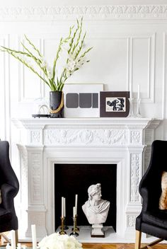 9 must-have items to style a stunning vignette: http://dmnh.me/DcwXHAl  cc: @designdaredevil