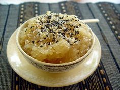 Burmese sweet coconut rice - More sweet, more sticky comparing to Thai, almost like candy. Healthy Asian Recipes, Vegetarian Recipes, Cooking Recipes, Burmese Desserts, Burmese Recipes, Rice Desserts, Asian Desserts, Burmese Food, Baking Business