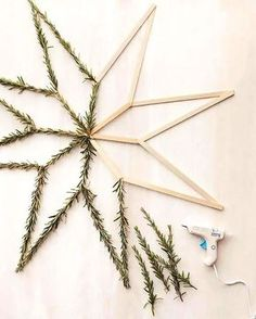 18 Beautiful Contemporary Hygge Christmas Decorations www.onechitecture… 18 beautiful contemporary Hygge Christmas decorations www. Diy Gifts For Christmas, Diy Christmas Ornaments, All Things Christmas, Holiday Crafts, Christmas Wreaths, Advent Wreaths, Homemade Christmas, Door Wreaths, Chritmas Diy