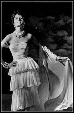 Model in rose mousseline dress with three tiered flounces and draped bodice that becomes a long stole by Chanel, jewelry by Francis Winter, photo by Georges Saad, 1958 Vintage Fashion 1950s, Look Vintage, Vintage Couture, Vintage Glamour, Vintage Chanel, Sixties Fashion, Coco Chanel, Chanel Brand, Chanel Paris
