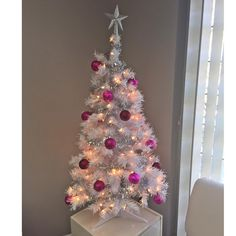 It's beginning to look a lot like Christmas at Brazils! Be sure to book your appointments well in advance as they are going fast! #tally #Tallahassee #fl #jax #jacksonville #brazilswaxing #waxing #wax #browwax #brazilianwax #spraytanning #tan