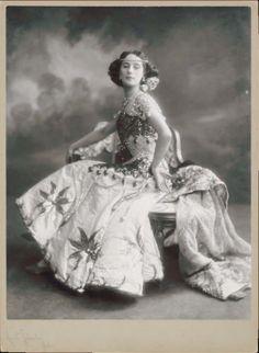 Anna Pavlova's theater costume, 1910
