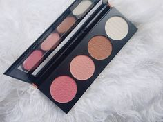 LA Girl Cosmetics Glow Palette _01  http://beautycandyloves.co.za/review-la-girl-cosmetics-glow-palette/  #lagirl #lagirlcosmetics #soutafricanblogger #southafricanbeautyblogger #beautyblogger