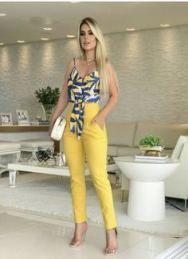 New Moda Jovem Feminina Jeans Ideas Floral Jumpsuit, Floral Pants, Mono Floral, Fashion Pants, Fashion Outfits, Moda Emo, Neutral Outfit, Trendy Dresses, Pants Outfit