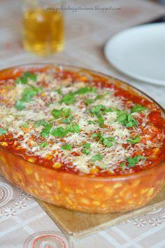 Składniki: - 500g fileta z kurczaka - 1 puszka kukurydzy - 1 puszka krojonych pomidorów - 1 czerwona papryka - 1/2 łyżeczki słodkiej pa...