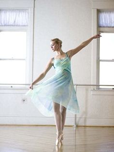 So strong and beautiful... I wish I were a ballerina!