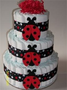Diaper Cakes have two purposes: to look adorable and for baby diapers. A diaper cake with a ladybug theme goes great for your ladybug baby shower theme. Baby Cakes, Baby Shower Cakes, Fiesta Baby Shower, Baby Shower Diapers, Baby Shower Parties, Baby Shower Themes, Baby Shower Gifts, Baby Gifts, Diaper Cakes