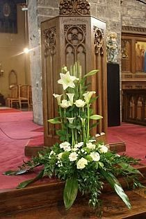 Best Pictures Funeral Flowers church Suggestions No matter if you are planning and also going to, memorials are always any somber and in some cases traumatic o. Funeral Floral Arrangements, Easter Flower Arrangements, Beautiful Flower Arrangements, Beautiful Flowers, Church Wedding Flowers, Funeral Flowers, Grave Flowers, Church Altar Decorations, Flower Decorations