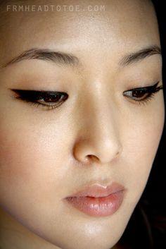 Make-up Lidschatten Asian Eyeliner 43 Ideen Perfect Winged Eyeliner, Winged Eyeliner Tutorial, How To Do Eyeliner, Simple Eyeliner, Winged Liner, Eye Liner, Bold Eyeliner, Apply Eyeliner, Eyeliner Hacks