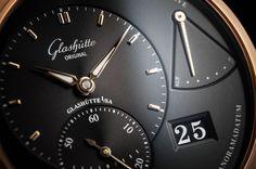 Zur Baselworld 2015 haben auch zwei neue Varianten der PanoReserve von Glashütte Original ihren Auftritt