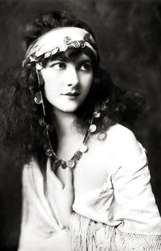 chimneyfish:  Marjorie Leet I love Ziegfeld girls.