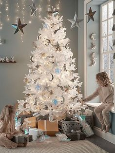 White Pine Christmas Tree, Pre Lit Christmas Tree, Days Till Christmas, Christmas Trends, Christmas Fairy, Christmas Tree Decorations, Holiday Decor, Contemporary Christmas Trees, Kisses