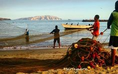 Faena en Playa Lido. Hermosa escena capturada por @marujaaro Enamórate de Anzoátegui!  #EnamoratedeAnzoategui #MiradasMagazine #MiradasRadio #Miradas #RutaGourmet #Anzoategui #Lecheria.
