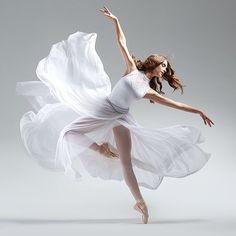 Sophia Barakett – Ballet: The Best Photographs Dance Photography Poses, Dance Poses, Ballerina Photography, Ballet Pictures, Dance Pictures, Ballet Art, Ballet Dancers, Ballerinas, Bolshoi Ballet