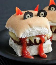Entree Halloween, Comida De Halloween Ideas, Scary Halloween Food, Scary Food, Hallowen Food, Spooky Food, Halloween Party Snacks, Fete Halloween, Healthy Halloween