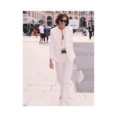 SPOTTED   Ines au défilé Schiaparelli porte un costume de la maison Ines de la Fressange Paris. Retrouvez le lien dans notre biographie // Link in the bio   Crédit photo @publicfr