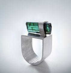 Rings Ideas : silver and tourmaline ring Andra Lupu Contemporary Jewellery, Modern Jewelry, Metal Jewelry, Jewelry Art, Jewelry Rings, Unique Jewelry, Jewelery, Silver Jewelry, Silver Earrings