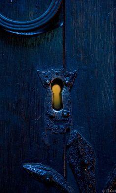 Through The Keyhole / Under Lock and Key ✑ on imgfave Through The Keyhole / Under Lock and Key ✑ on imgfave - Door Ravenclaw, Easy Shots, Under Lock And Key, Blue Aesthetic, Midnight Blue, Deep Blue, Shades Of Blue, Blue Yellow, Orange