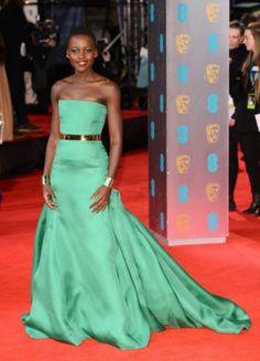 De outfits tijdens de BAFTA awards: Lupita Nyong'o glamour.nl/jepk3zchw