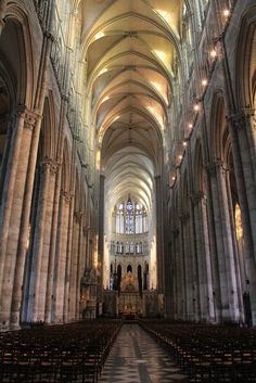 Nave Central. Catedral de Amiens 11 Cathedral Architecture, Gothic Architecture, Ancient Architecture, Architecture Design, Old Churches, Paris City, Chapelle, Place Of Worship, Travel Aesthetic