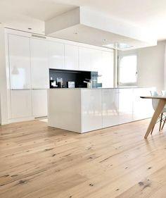 Modern Luxury Kitchens For A Grand Kitchen Kitchen Flooring, Kitchen Furniture, Small Cottage Interiors, House Extension Design, Design Moderne, Deco Design, Kitchen Cupboards, Kitchen Wood, Cuisines Design