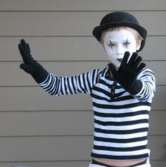 Budget DIY Halloween costumes for kids - mime. Mime Halloween Costume, Halloween Costumes Kids Homemade, Costume Garçon, Childrens Halloween Costumes, Last Minute Halloween Costumes, Boy Costumes, Halloween Kids, Costume Ideas, Cheap Halloween