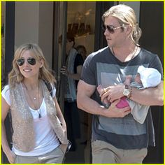 Chris Hemsworth and Elsa Pataky on a museum trip with the baby