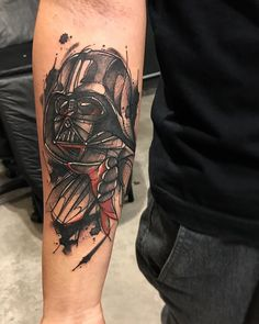 Tatuagem criada por Gustavo Takazone de Álvares Machado - SP.    Darth Vader no antebraço.