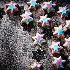 Μπισκοτάκια πικάντικα / Cookies with spices. Πρωτότυπα και εύκολα μπισκοτάκια που θα ξεχωρίσουν! #cookies #cookiesrecipes #starcookies #stars #cookiesdecorated #decoratedcookies #spicycookies #cookiesandcream #cookiesideas #dessertstagram #dessertphoto #foodphotography #μπισκότα #γλυκά Biscuit Cookies, Christmas Recipes, Cookie Cutters, Biscuits, Crack Crackers, Cookies, Cookie Recipes, Biscuit