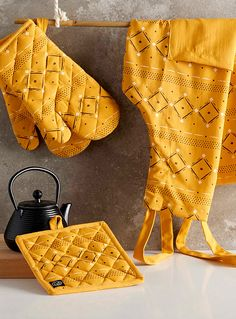 Vibrant geometric accessories   Danica x Simons Maison   Trendy Aprons & Oven Mitts Online   Simons
