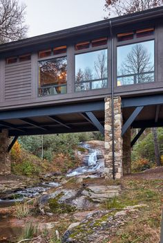 Nestled in a beautiful forested landscape with a creek running below the home in Cashiers, North Carolina, the Knob Creek Residence was designed by Platt Architecture and built by Schmitt Building Contractors.