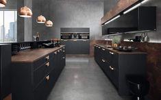 Schwarze Küche mit Arbeitsplatte aus Kupfer; Foto: rational